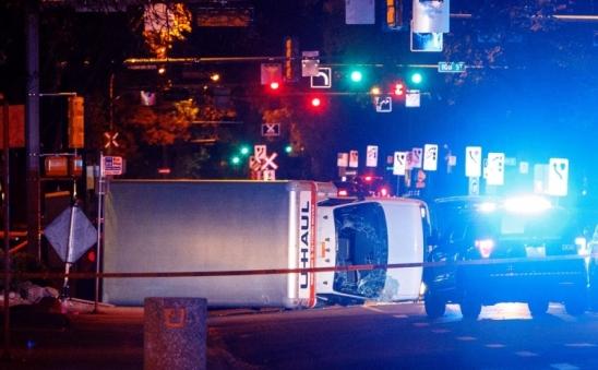Homem é preso após esfaquear policial e atropelar quatro pessoas no Canadá