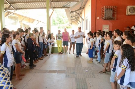Medalhista na capoeira do JIR 2017, foi homenageada na Escola Mato Grosso, em Monte Negro