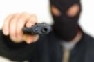 Quatro homens armados roubam duas fazendas e fazem seis reféns em RO