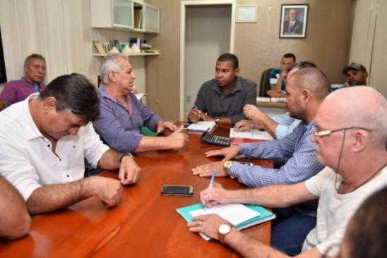 Prefeitura Monte Negro prevê o pagamento de servidores para o dia 10 de fevereiro, em reunião com SI