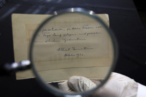 Carta de Einstein é leiloada por mais de US$ 100 mil em Jerusalém