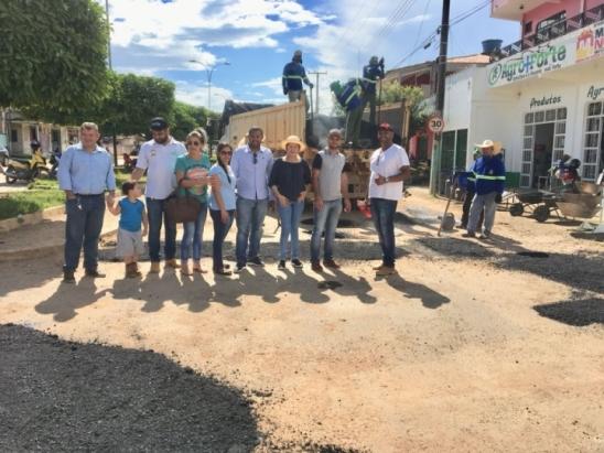 """Prefeitura de Monte Negro inicia """"Operação Tapa-buracos"""" através do Deputado Federal Lúcio Mosquini"""