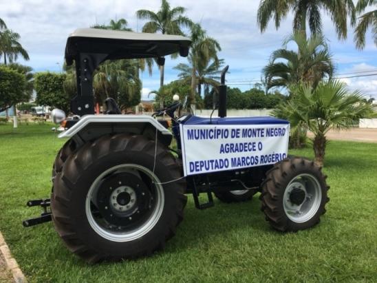 Prefeito Evandro Marques agradece o Marcos Rogério pelo trator destinado a prefeitura de Monte Negro