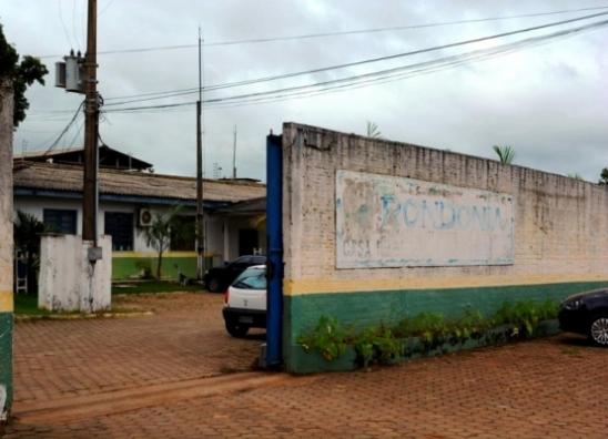 Justiça de RO condena agente penitenciário que facilitou entrega de celulares a preso