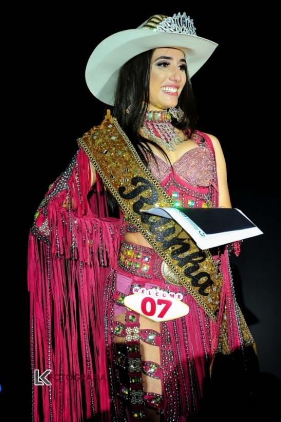 Estudante de 16 anos é eleita Rainha da EXPOARI