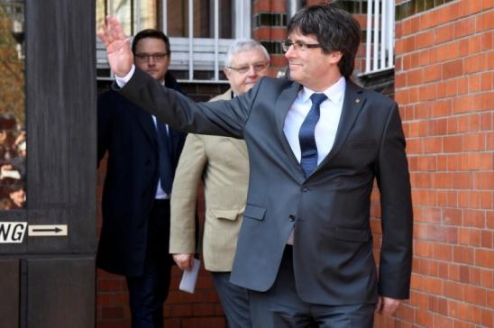 Justiça alemã decide extraditar Puigdemont por má administração de dinheiro público