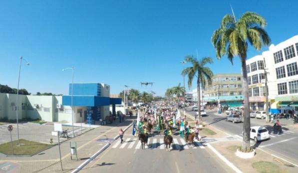 Cavalgada resgata tradição sertaneja e anuncia EXPOARI
