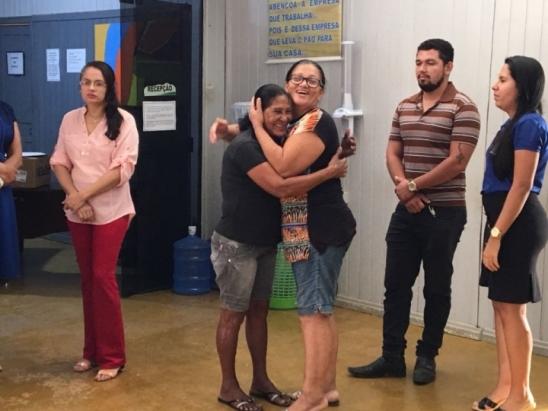 """Servidores da Prefeitura de Monte Negro homenageiam aposentadoria de """"Dona Maria"""""""