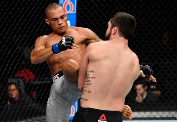 Após primeira vitória no UFC, Sheymon sonha deixar de morar na academia