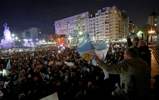 Milhares de argentinos protestam para pedir retirada de imunidade de Cristina Kirchner