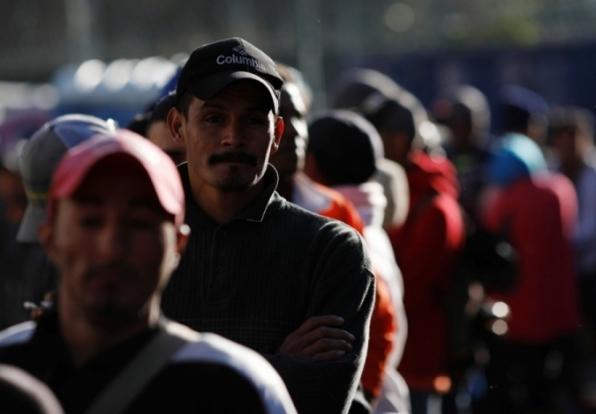 Pentágono se opõe a construir instalações para deter imigrantes na fronteira dos EUA, diz agência