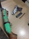 Após confusão num estabelecimento Polícia Militar apreende duas armas de fogo