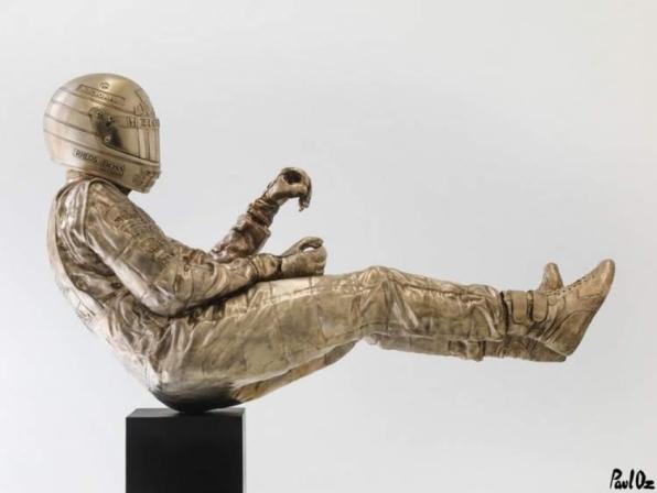 Artista inglês revela estátua em bronze de Ayrton Senna em tamanho real