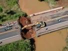 Ponte desmorona na BR-364, abre buraco de 9 metros e deixa estados isolados por terra