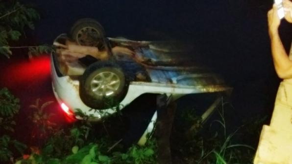 Idoso morre após carro cair dentro de rio em RO; vítima não usava cinto