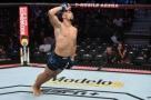 Lutadores do UFC se rendem a Johnny Walker após terceiro nocaute seguido
