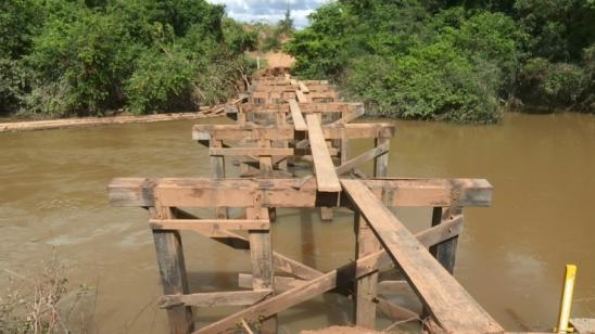 Ponte é arrastada por correnteza de rio e estrada está intrafegável há mais de 20 dias em Ariquemes
