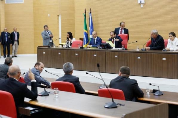 Deputados derrubam veto do Governo e proíbe apreensão de veículos com IPVA em atraso em Rondônia