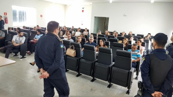 Polícia Militar e Educação debatem ações referente a segurança pública no ambiente escolar