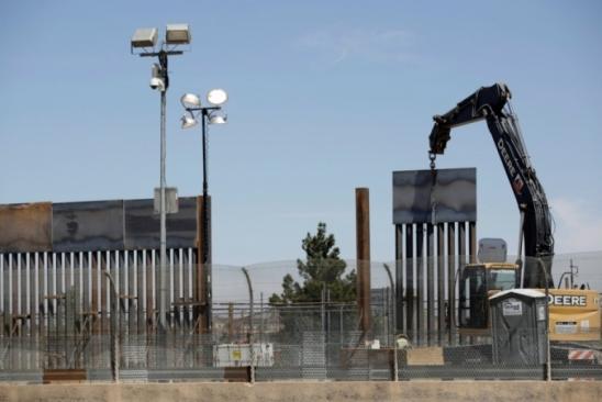 Donald Trump diz estar pronto para fechar a fronteira com o México