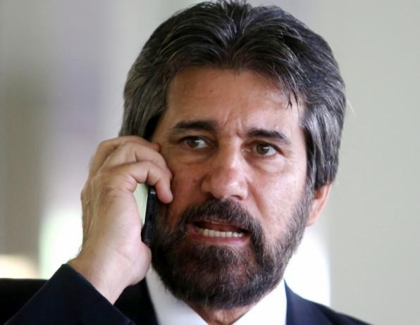 Justiça manda bloquear quase 2 bilhões de Valdir Raupp e outros para devolver à Petrobrás