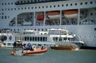 Navio de cruzeiro atinge porto em Veneza