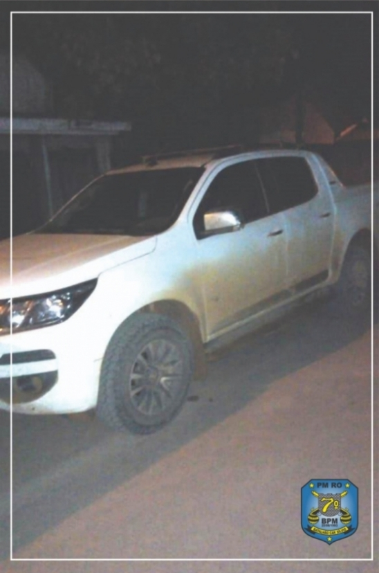 Policiais militares de Bom Futuro recuperam camionete na área rural