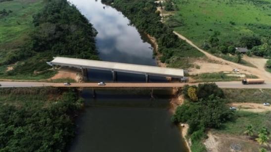 Falta do aterro no contrato gera atraso na entrega de ponte sobre o rio Jamari em Ariquemes, RO
