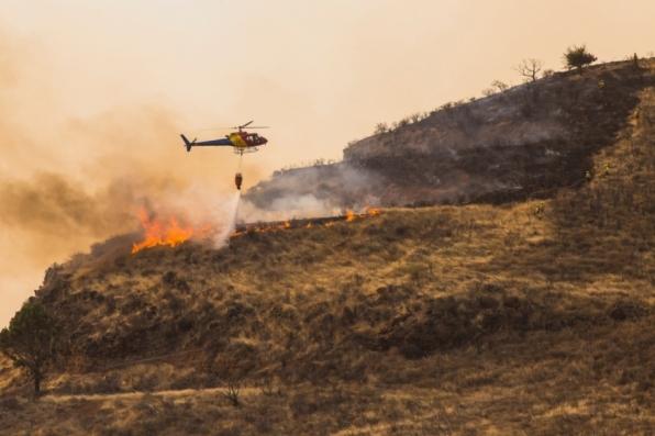 Cinco mil pessoas são evacuadas por incêndio devastador em Gran Canária