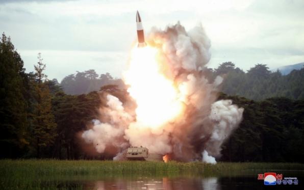 Coreia do Norte divulga imagens de novo lançamento de mísseis