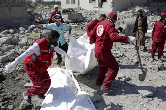Ataque aéreo saudita no Iêmen deixa pelo menos 100 mortos, diz Cruz Vermelha