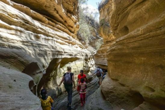 Grupo de turistas e guia são arrastados por tromba dágua no Quênia