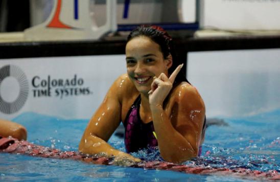 Jhennifer Conceição é ouro na Copa do Mundo de natação