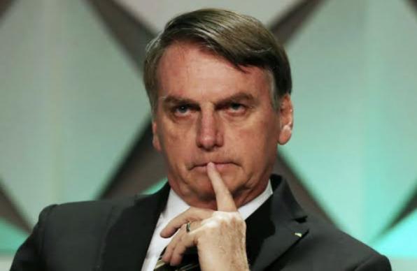 Bolsonaro questiona ação do Podemos contra nova tarifa do cheque especial