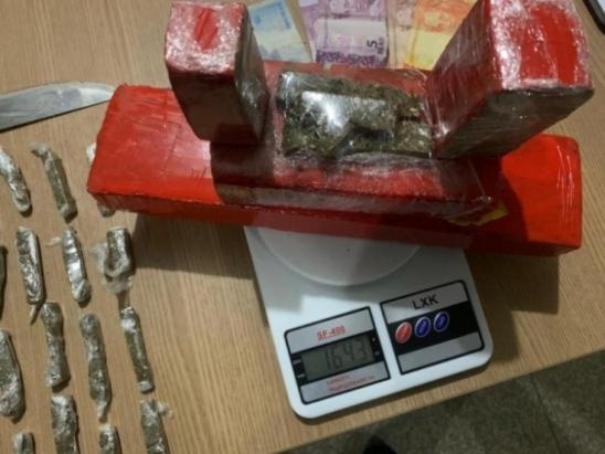 Casal é preso por tráfico e quase 2 quilos de maconha são apreendidos em Ariquemes, RO